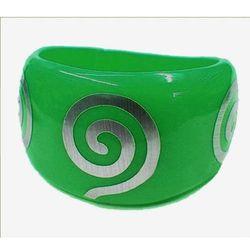 Zielona bransoletka z ozdobnymi spiralami - zielony