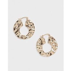 ASOS DESIGN hoop earrings in abstract hammered metal design in gold - Gold