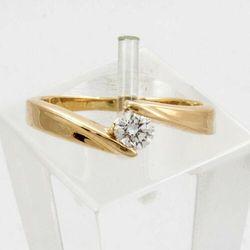 Złoty pierścionek z diamentem P1515
