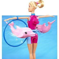 Barbie jako trenerka delfinów